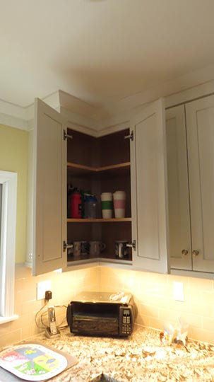Easi-Reach corner cabinets are a efficient design to our kitchens allowing for complete access and visual of all items. Nothing gets lost or buried with-in those corner cabinets. No bi-fold doors to break and have to be constantly aligned or rotary shelves to deal with.