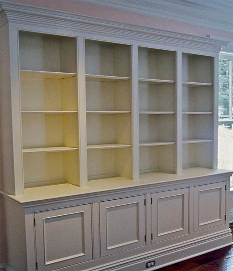 This built-in hutch/china cabinet holds everything for the complete dining table experience.